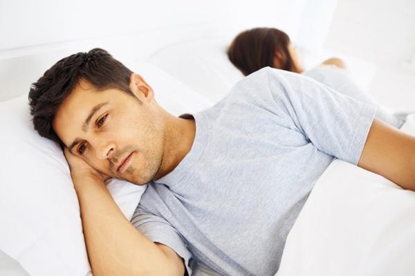 Priapism (erecţie prelungită, dureroasă): simptome, cauze, tratament
