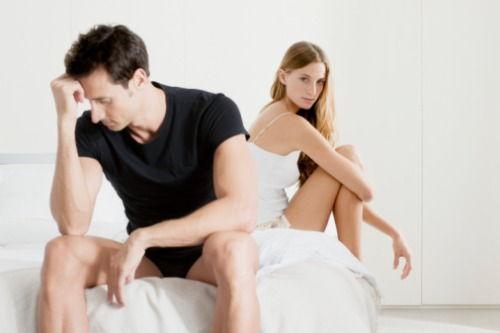 la începutul actului sexual, dispare o erecție)