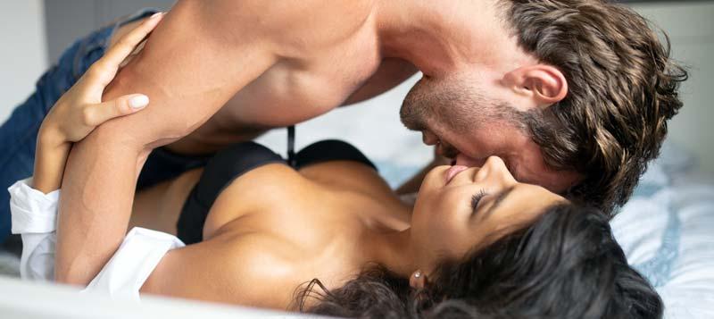 Top 12 pozitii sexuale perfecte daca partenerul este prea dotat