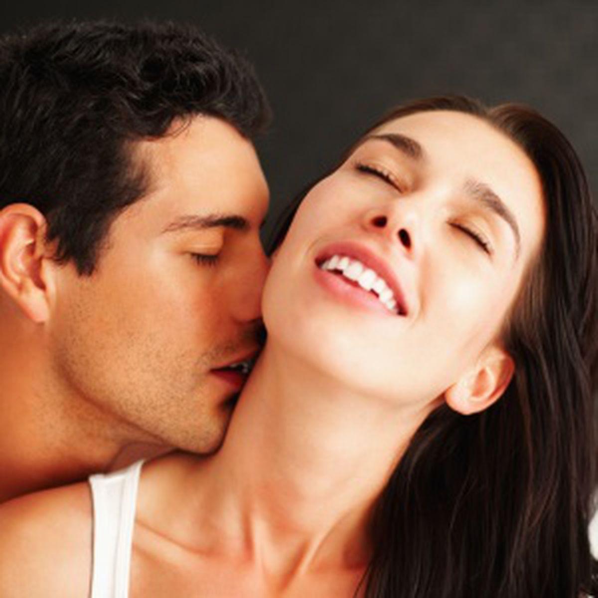 6 modalităţi prin care un penis mic poate satisface o femeie! | Click