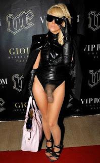 Lady Gaga a dansat cu un penis gigant